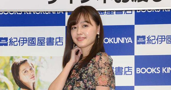 久住小春 11月18日 写真集「moment」発売記念イベントに出席!