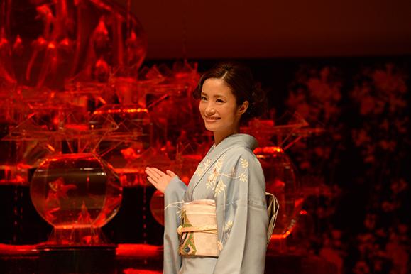 【上戸彩】水族アート展示会「アートアクアリウム2018」記者発表会に出席!