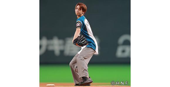 【男劇団 青山表参道X】【飯島寛騎】7月3日「ファイターズの始球式でマウンドに立つ夢がかないました!」札幌ドームで初の始球式に登場